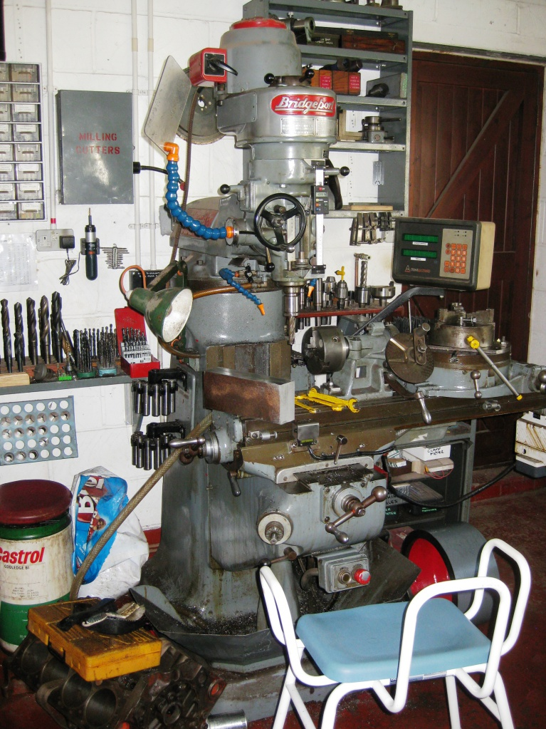 milling machine with seat